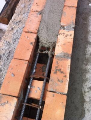 Chiusura con malta di un cordolo in muratura armata, impresa edile Fazio Vincenzo