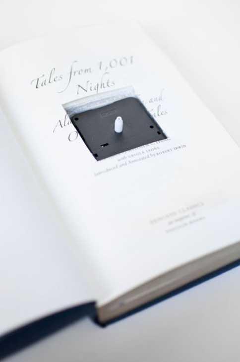 Orologi con i libri, da woonblog.typepad.com