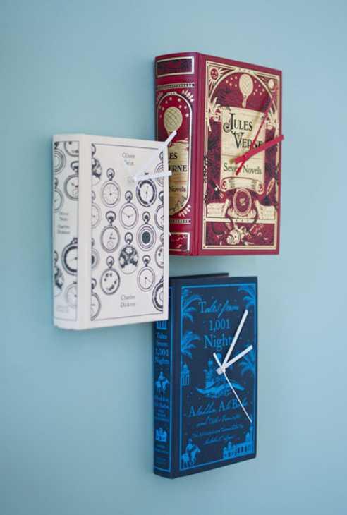 Arredare casa con i libri che diventano orologi, da woonblog.typepad.com