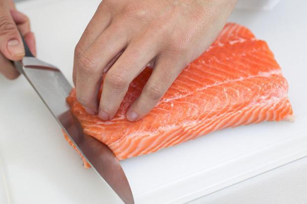 Coltelli per tagliare il pesce per il sushi