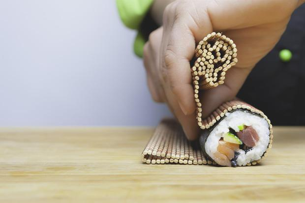 Tovaglietta in bambù per arrotolare il sushi in casa