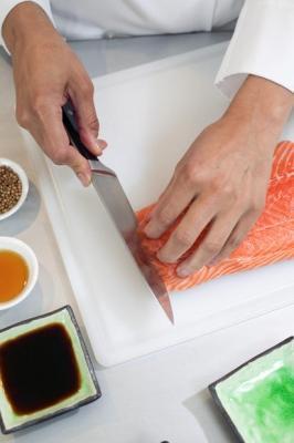 Il pesce va tagliato con un coltello adatto