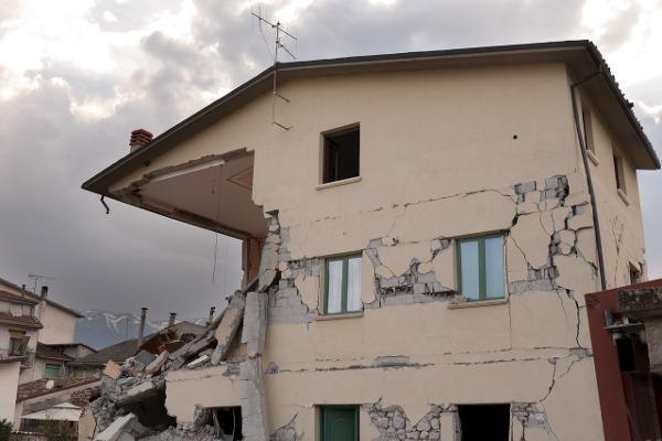 Danni edificio in zona sismica