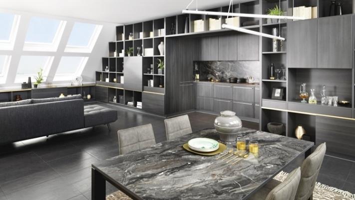 Cucina su misura in mansarda: Arco collezione Elegance, di Schmidt