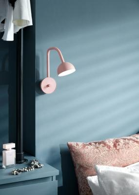 Lampada da parete rosa per arredare la camera da letto, da Northern Lighting