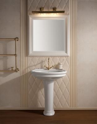 Lampada da parete per illuminare lo specchio in bagno, da Gentry Home