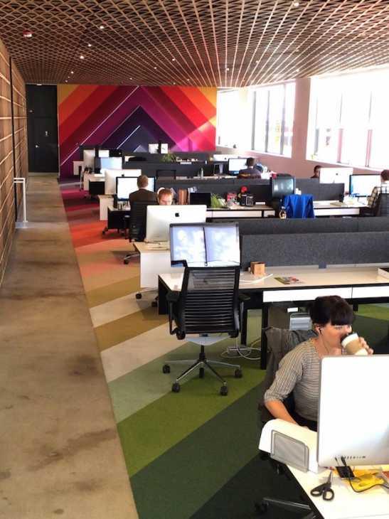 Tappeti colorati per vivacizzare l'ufficio, da panic.com