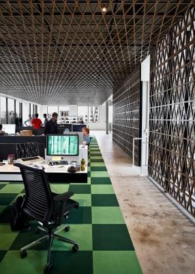 I tappeti possono dare colore all'ambiente di lavoro, da panic.com