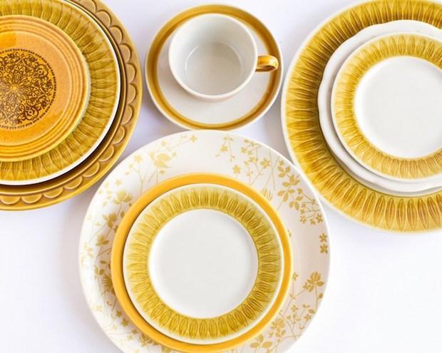 Scegliere i piatti spaiati in base al colore, da freutcake.com