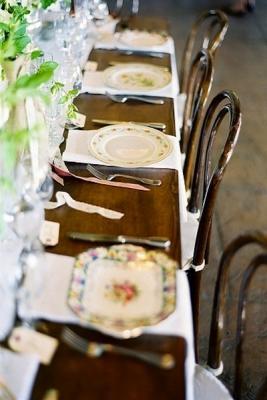 Tavola spaiata anche per le grandi occasioni, da intimateweddings.com