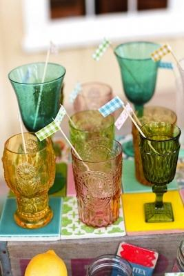 Bicchieri diversi per l'aperitivo, da intimateweddings.com
