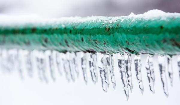 Tubo dell'acqua ghiacciato