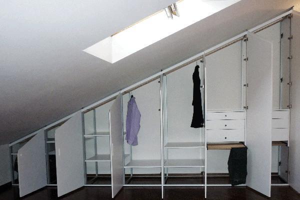 Costruire un armadio a muro in mansarda for Opzioni di rivestimenti economici per le case