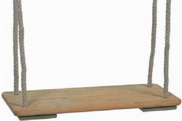 Basta poco per realizzare un'altalena in legno fai da te