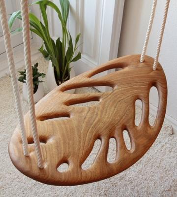 L'altalena di legno disegnata da Veronica Martinez