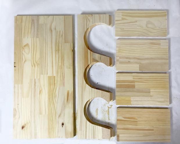 Porta tappetini in legno, da grayhousestudio.com