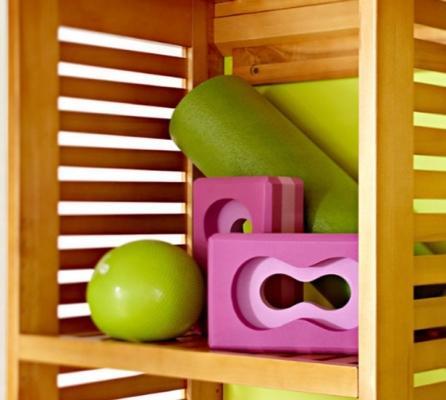 L'attrezzatura per il fitness in casa può anche essere esibita, da homemydesign.com