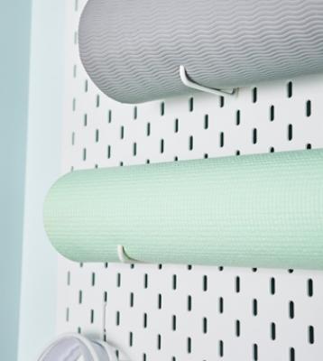 Comodi ganci per appendere il tappetino, da Ikea