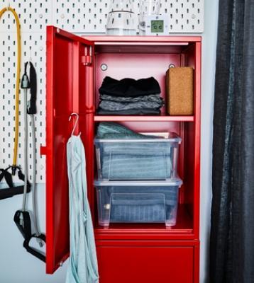Un pratico armadietto per organizzare l'attrezzatura da palestra, Ikea