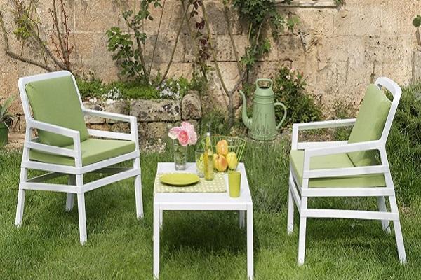 Il mini salottino di Nardi è perfetto per ricreare un angolo del tè in giardino