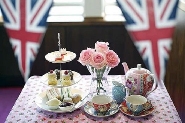 Il tè del pomeriggio è un'usanza tipicamente inglese