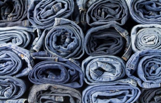 I jeans sono diventati un elemento di tendenza anche in casa