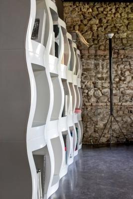 Libreria modulare bifacciale in ABS, da Magis
