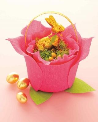 Un cestino rosa come centrotavola pasquale, da marthastewart.com
