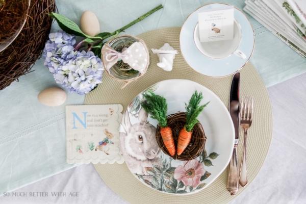 Tavola di Pasqua a tema, da somuchbetterwithage.com