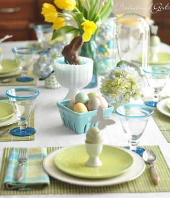 Allestimento primaverile per la tavola di Pasqua, da centsationalgirl.com