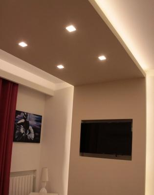 Fasci di luce led su pareti e solai for Arredare pianerottolo scale