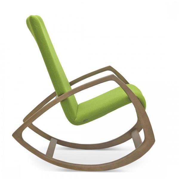 Sedie a dondolo moderne: nuovo trend dell\'interior design