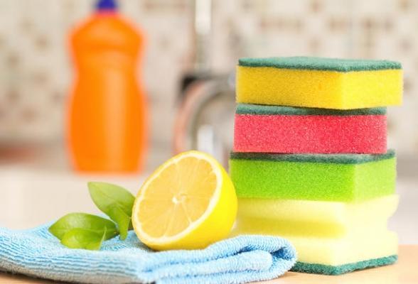 Il limone è un igienizzante naturale per le spugne