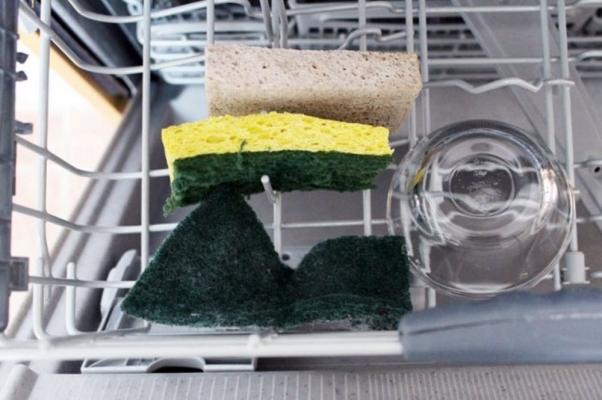 Lavare le spugne in lavastoviglie, da brit.co