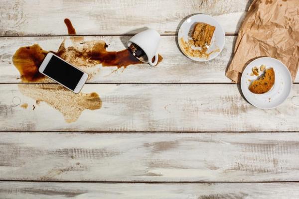 Eliminare le macchie di cibo dal legno