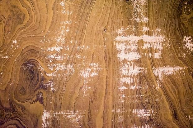 Come smacchiare il legno