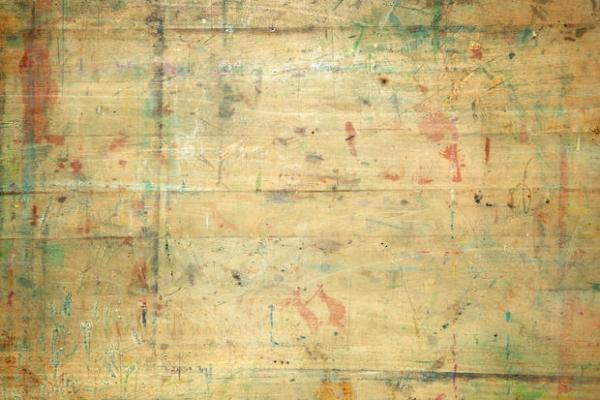 Macchie da inchiostro e pennarello sul legno