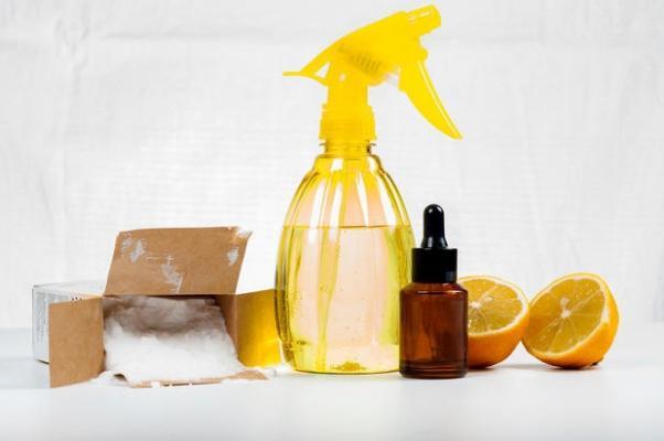 Bicarbonato, limone e tea tree oil per igienizzare il materasso