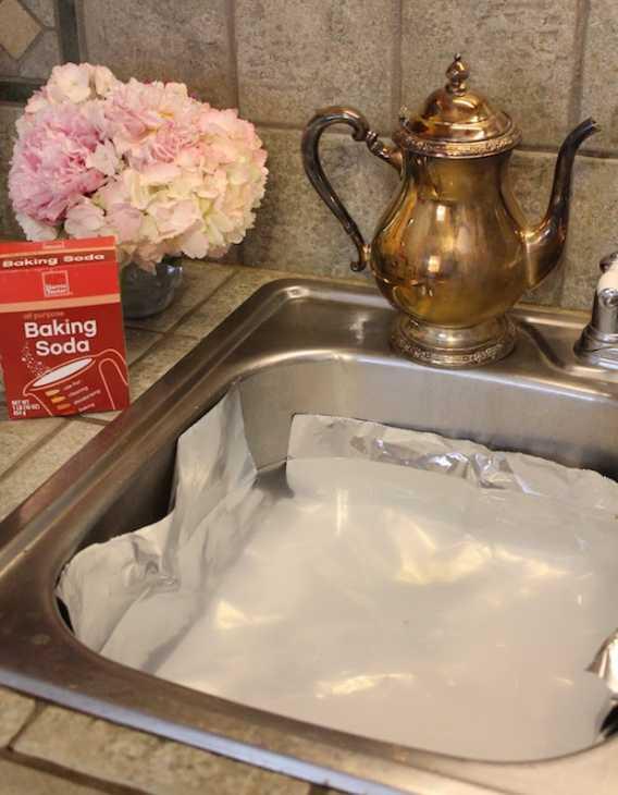 Alluminio e bicarbonato per pulire l'argento, da northcarolinacharm.com
