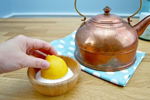 Pulire l'argenteria con il limone, da mom4real.com