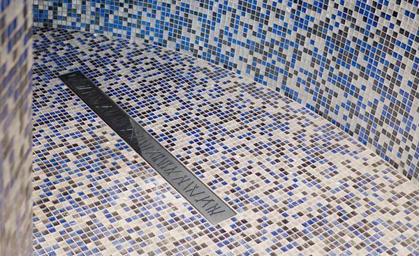 Sifone ribassato salvaspazio per spessori ridotti - Doccia a pavimento mosaico ...