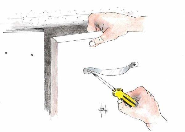 Montaggio nuove maniglie cucina