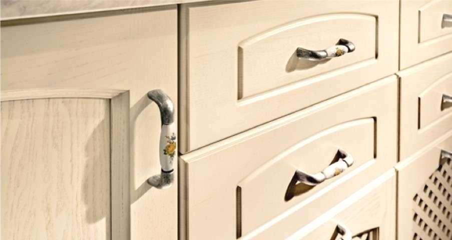 Foto - Rinnovare la cucina sostituendo le maniglie dei mobili