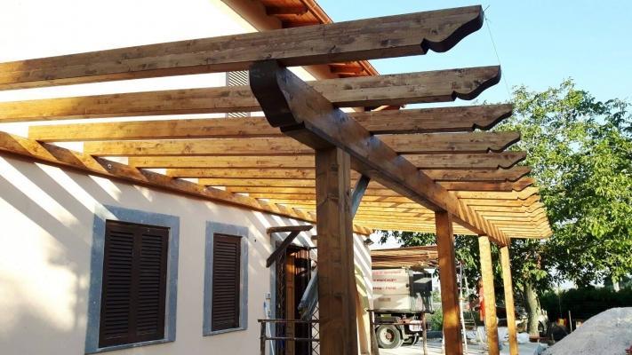 Terrazzo con pergolato in legno su misura - Mobile terrazzo legno ...