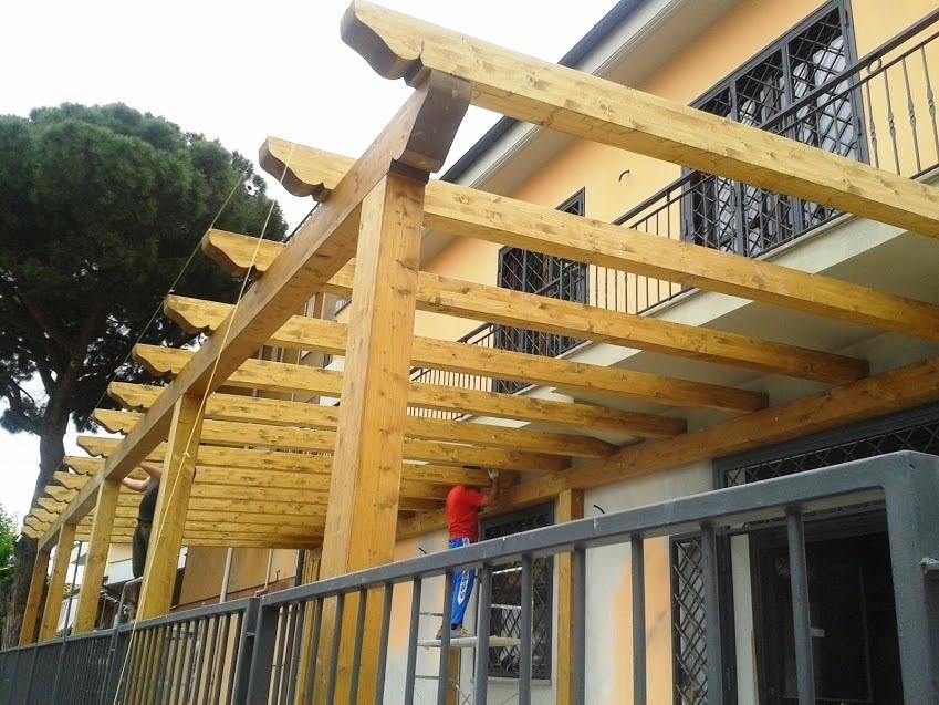 Montaggio pergolato in legno, di Santangeli Legnami
