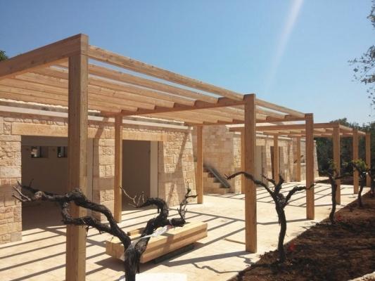 Terrazza con pergola piana in legno modulare, di Naturalwood