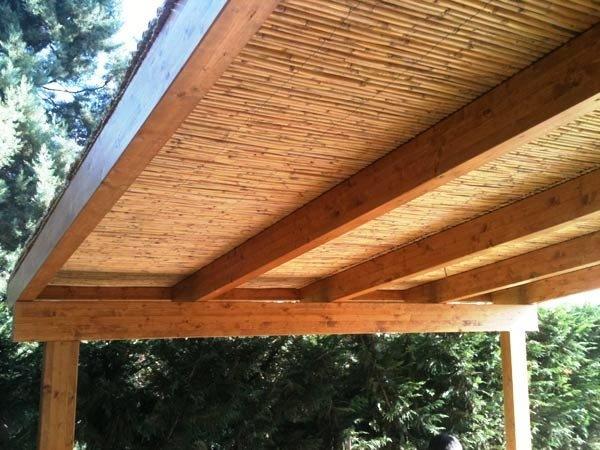 Pergolato in legno e copertura in bamboo, di Naturalwood
