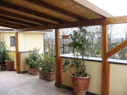 Pergolato legno e copertura in canneto, di Naturalwood