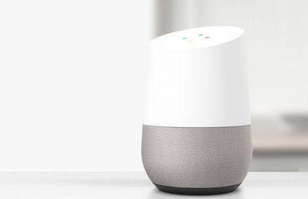 Google Home bianco in ambiente