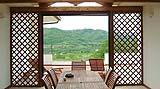 Pannelli divisori con grigliati in legno di Solartende